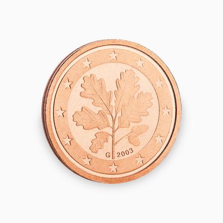 Münze des Euro zwei Cent auf weißem Hintergrund