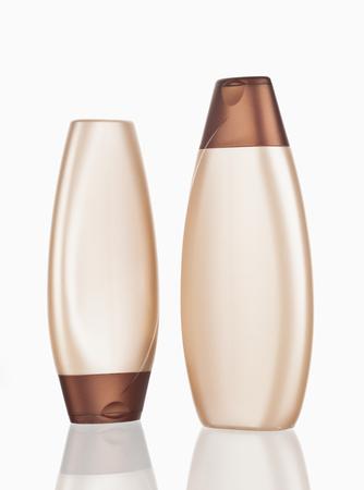Shampoo-Flasche auf weißem Hintergrund