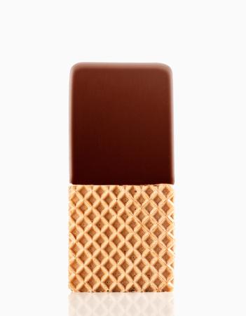 Eis-Sandwich mit Schokoladenspitze isoliert auf weißem Hintergrund Lizenzfreie Bilder