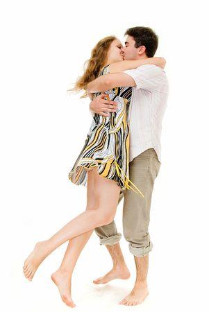 besos apasionados: joven pareja que abarca sobre blanco Foto de archivo