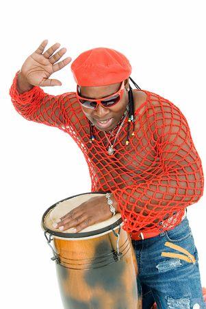 showman: joven apuesto hombre cubano desempe�a en la percusi�n Foto de archivo