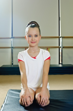 portrait of young beauty gymnast in gymnasium Banque d'images