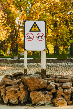 warning notice: Warning notice : swimming and walking dogs banned. a fountain and a swimming pool without water outdoor autumn Stock Photo
