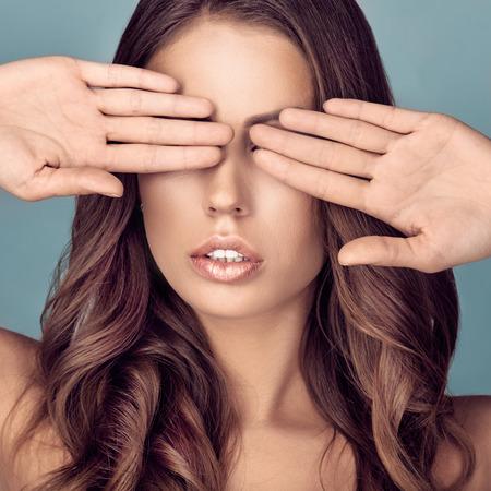 Woman closing eyes 版權商用圖片