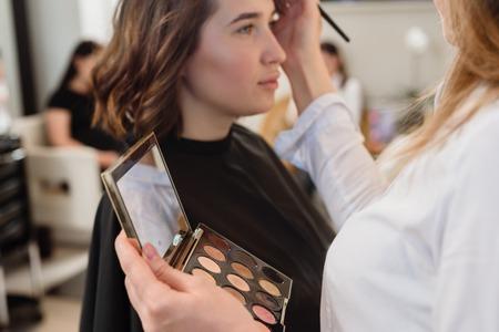 makeup doing makeup