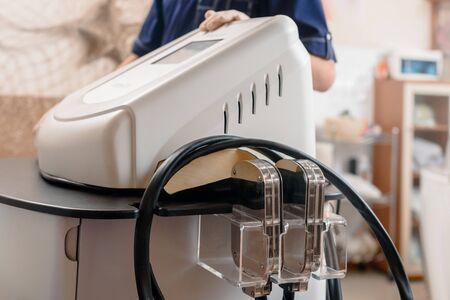 Primer plano de una moderna máquina de criolipólisis para la congelación de grasa y adelgazamiento