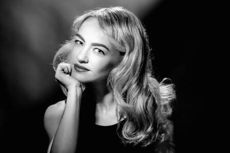 Monochrome vintage portrait of young glamorous blonde woman Archivio Fotografico