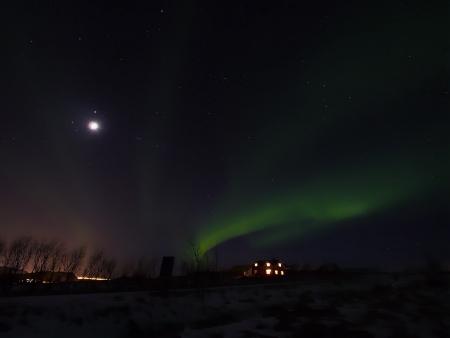 auroral: Aurora with full moon