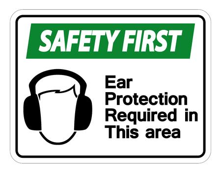 La sicurezza prima di tutto Protezione per l'udito richiesta in questa area Simbolo segno su sfondo bianco, illustrazione vettoriale