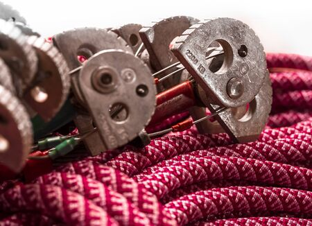 karabiner: Climbing equipment. Winded climbing rope with cam.