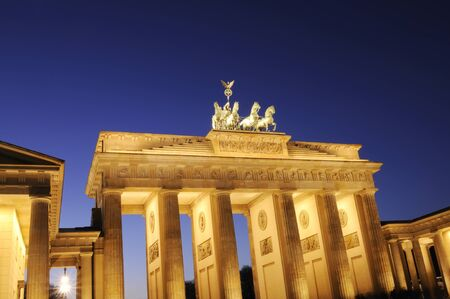 brandenburg: The Brandenburger Tor at night, Berlin, Germany.
