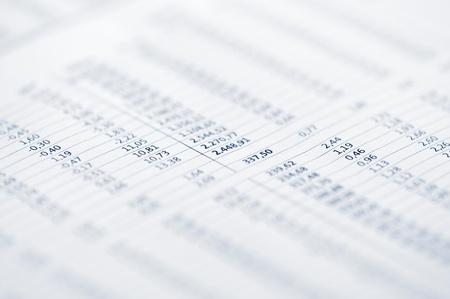 papier mache: Concepto de negocio - Una p�gina de los precios de mercado de valores.
