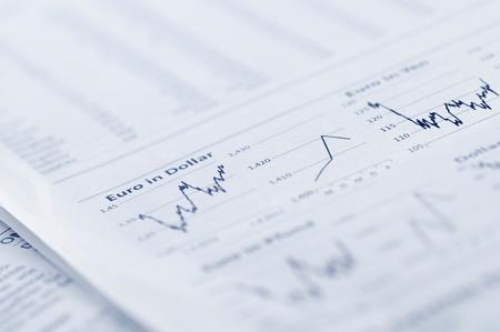 papier mache: Concepto de negocio - negocio gr�fico en el peri�dico.