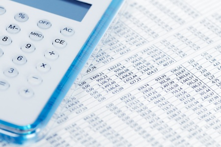 papier mache: Concepto de negocio - los datos del mercado de valores con la calculadora.
