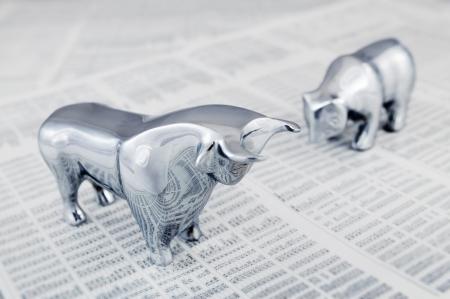 toros: Concepto de negocio - toro y el oso, animales simb�licos de la tendencia del mercado. Foto de archivo