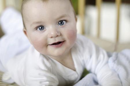 Helles Nahaufnahmeportrait baby Standard-Bild - 12554054