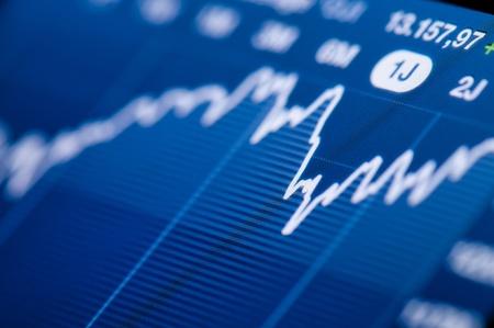 handel: Close-up von einem Aktienmarkt Graphen auf einem hochaufl�senden LCD-Bildschirm