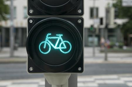 Luz verde para el carril bici en el semáforo Foto de archivo - 19092710