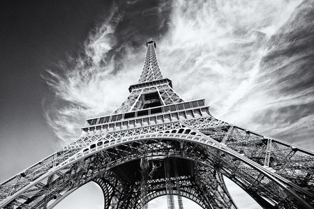 Dramatic view of Eiffel Tower in Paris, France. Black and white image, same film grain added. Standard-Bild