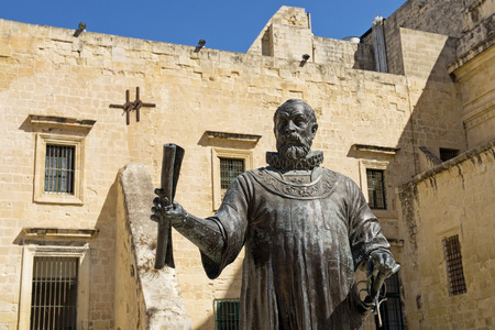 the founder: Statue of Valletta's founder Grand Master Jean de Vallette is being placed in a new square next to St. Catherine Church. The Grand Master is wearing his armour, a sword and Valletta's building plans in his right hand.
