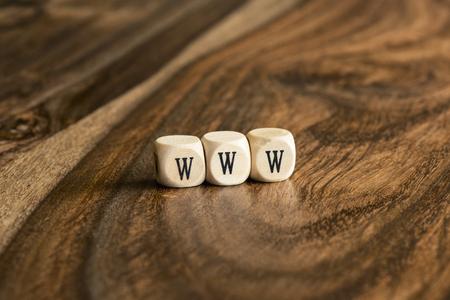 Fondo palabra WWW en bloques de madera Foto de archivo - 46352309