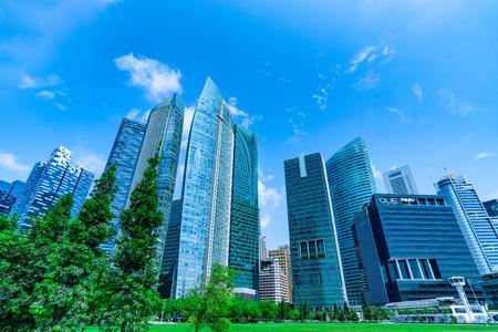 시내와 하늘의 비즈니스 고층 빌딩