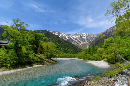 Hotaka Mountain and Azusa River at  Kamikochi in Japan 版權商用圖片