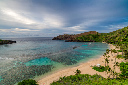 Hanauma Bay from distance in Hawaii 版權商用圖片