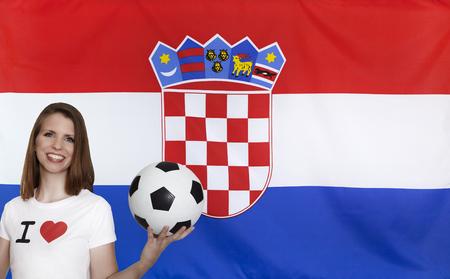 bandera croacia: Bandera de Croacia con un aficionado al f�tbol femenino