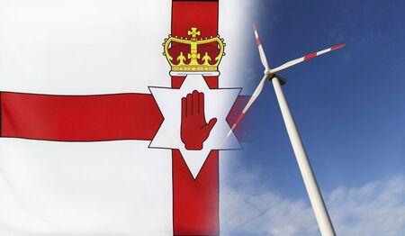 Concepto de energía limpia con la bandera de Irlanda del Norte se fusionó con la turbina de viento en un cielo soleado azul