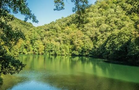 walk on the banks of the lake