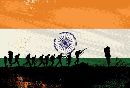 independencia: Silueta de soldados luchando en la guerra con bandera de la India como fondo