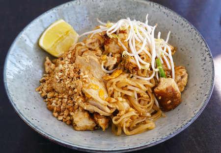 Pad Thai chicken Stir fry rice noodles with tamarind sauce. 免版税图像