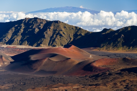 Haleakala 국립 공원, 마우이, 하와이 분화구 안에 다채로운 콘크리트 콘