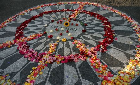 radicals: Imagine Monument with flowers in peace sign, New York Stock Photo