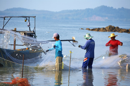 Drie Thaise visser in Andaman Zee Stockfoto - 35826117