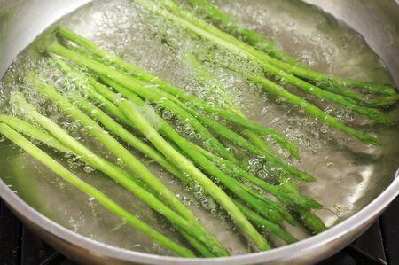 close-up asperges in de pan Stockfoto