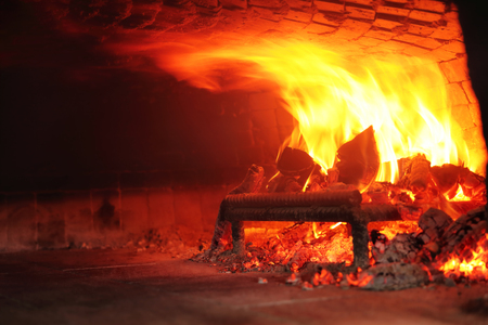 Fire wood burning in the oven Imagens