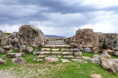 Située dans la capitale de la province hittite de Corum dans la région de la mer Noire en Turquie, Hattusa est une ville ancienne située près de l'actuelle Bogazkale.