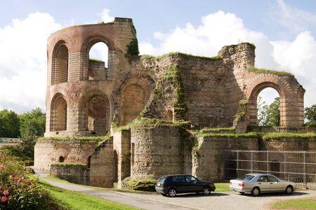 badhuis: De Romeinse badhuis werd gebouwd in de 4e eeuw en was de grootste thermen ten noorden van de Alpen wordt ingeschreven op de lijst van UNESCO World Heritage Sites
