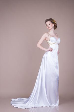 Ragazza in abito bianco  Archivio Fotografico - 26789792
