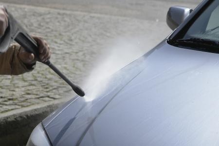autolavaggio: Lavaggio auto con la pressione