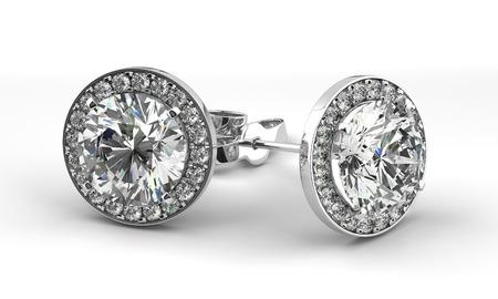 Een paar diamanten oorbellen