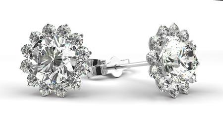 aretes: Un par de aretes de diamantes
