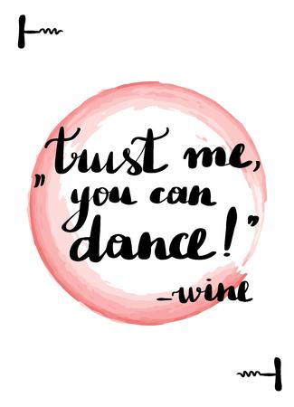 Biglietto con lettere scritte a mano. Belle citazioni sul vino. Iscrizione fidati di me che puoi ballare il vino. Macchia di acquerello rosa su sfondo.