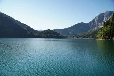 Alpine lake Ritsa in Abkhazia. Banque d'images
