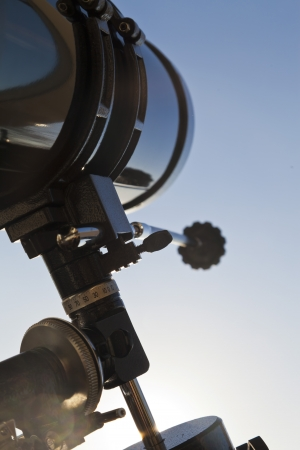 The telescope looks out of the window waiting for stars Standard-Bild