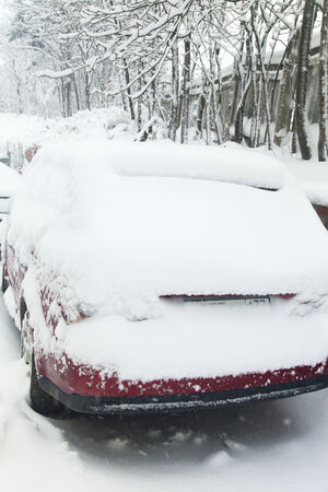 frost bound: The car costs all in snow and can not go anywhere