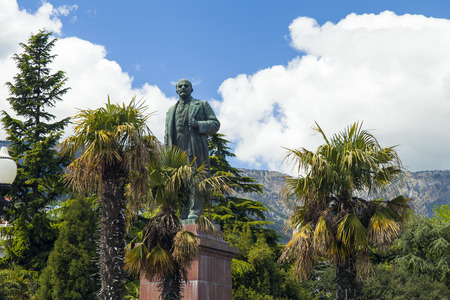 theorist: The monument to Lenin is among palm trees and against the bright blue sky Stock Photo
