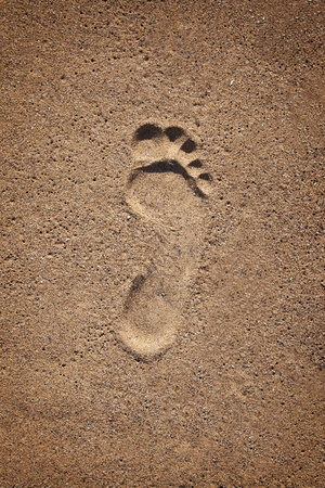 footprints in the sand: Trace a bare foot man in the sand